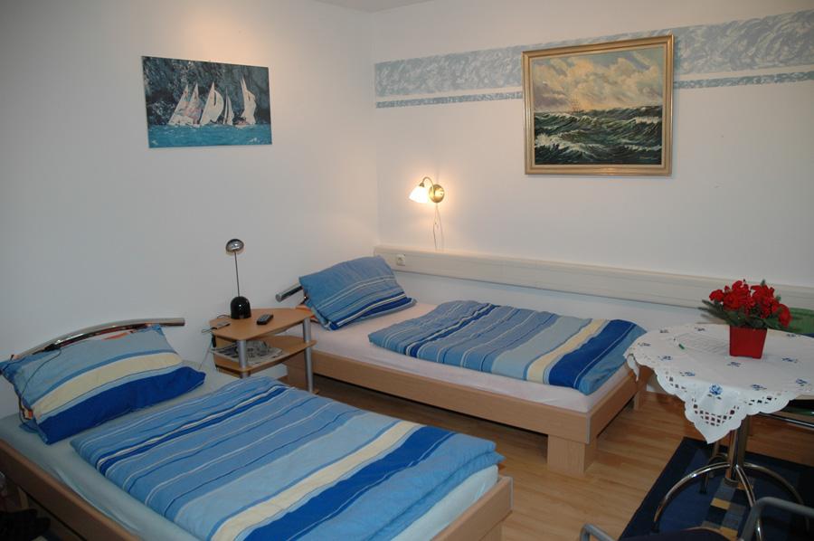 zimmer image. Black Bedroom Furniture Sets. Home Design Ideas